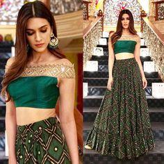 Gorgeous Kriti Sanon in Arpita Mehta's Designs - Tikli Sari Blouse Designs, Lehenga Designs, Indian Wedding Outfits, Indian Outfits, Mehendi Outfits, Indian Clothes, Indian Attire, Indian Wear, Moda Indiana