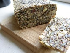 """LCHF brød (også kendt som stenalderbrød) Eller alternativt """"elverbrød"""" (http://guldbageren.dk/elverbroed/elverbroed)"""