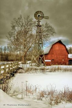 Reminded of my Oklahoma grandparents' red barn & windmill out beyond the garage, chicken coop & silos. Farm Barn, Old Farm, Country Barns, Country Life, Cross Country, Country Living, Country Roads, Country Charm, Barn Pictures