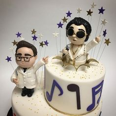 When it's your birthday, and you have Elvis popping out of your birthday cake singing for you!  Adorable figurines by @tam_nguyen14 #deliciousarts #cus#birthdaycake #birthday #cake #elvispresley #elvis #losangeles #superstar #westla #bakery