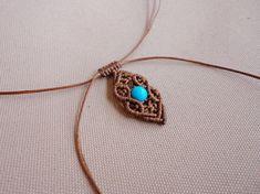 Easy Polyphemus - minimal macrame choker / pendant with howlite turquoise beads Macrame Earrings, Macrame Jewelry, Macrame Bracelets, Diy Jewelry, Handmade Jewelry, Leather Thread, Macrame Tutorial, Micro Macrame, Turquoise Beads