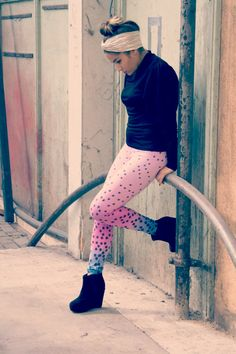 Ombre leggings - pink into blue with black print  #leggings #ombre