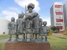 Escultura no Parque Dona Lindu