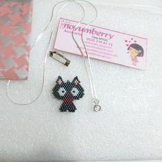 Artık Mırkk 😻 kolye ya da broş olmaya hazırım 🙆 . #iyiaksamlar 🌟 😻miyuki delica boncuklarla çalıştığım kedi figürlü kolye 😻 . 🍃bilgi ve sipariş için Dm atabilirsiniz 🍃 . #sevgilerbenden😘 #noyumberry #didim #kolyeucu #satışta #miyuki #broş #brooch #miyukibeads #kolye #necklace #miyukidelica #bracelet #boncukişi #beadwork #jewelry #beadedjewelry #benyaptım #bead #beads #fashion #handmade #handmadebyme #handmadejewelry Brick Stitch, Crochet Earrings, Beads, Jewelry, Projects, Stud Earrings, Elegant, Beading, Log Projects