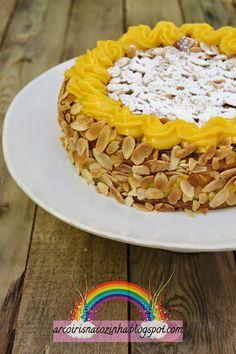 Arco-íris na Cozinha: Bolo de Aniversário de Amêndoa e Creme de Pasteleiro