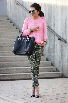 25 Formas Chic De Usar Un Pantalón Militar | Cut & Paste – Blog de Moda Camouflage Fashion, Camo Fashion, Fashion Pants, Camouflage Outfit, Teen Fashion, Fashion Outfits, Camo Jeans Outfit, Camo Outfits, Camo Dress