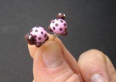 Puces, Boucles d'oreilles tortues rose et chocolat est une création orginale de pate-et-tics sur DaWanda