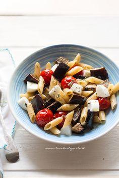 Cold Pasta with Eggplant - Recipe Cold pasta with eggplant and mozzarella Rice Salad Recipes, Best Pasta Recipes, No Salt Recipes, Light Recipes, Cooking Recipes, Healthy Recipes, Cold Dishes, Cold Pasta, Eggplant Recipes