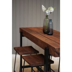 Part of our new 'Loft' range, this acacia breakfast bar is a fantastic piece, made from four acacia planks joined in the middle. This is a real statement piece on its own but looks even better finished off with our matching 'Loft' stools.