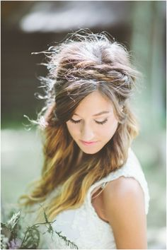 11 Amazing Half Up- Half Down Hairstyles for the Summer Bride   Mine Forever