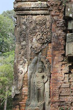 Photos and description of the architecture of Preah Ko, Cambodia Khmer Empire, Angkor Wat, Kos, Cambodia, Temple, Artworks, Lion Sculpture, Asia, Statue