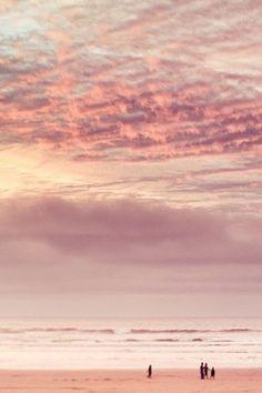 Porn pink sky surrounding the sea : a beautiful sunset at the beach. Beautiful Sky, Beautiful World, Beautiful Places, Pink Sunset, Pink Sky, Pink Beach, Pink Ocean, Pastel Sky, Ocean Sunset