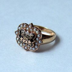 This Phi Mu ring features yellow gold (both the ring and the badge), 24 seed pearls and black enamel. The badge face measures approximately Phi Sigma Sigma, Alpha Xi Delta, Theta, Go Greek, Greek Life, Phi Mu, Sorority Gifts, Fraternity, Black Enamel