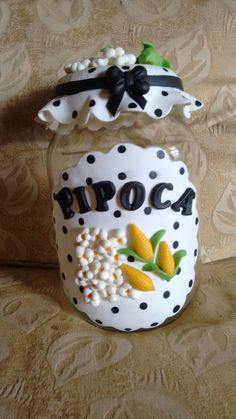 pote para pipoca de biscuit Diy Crafts To Do, Diy Craft Projects, Mason Jar Crafts, Mason Jar Diy, Decoupage Jars, Clay Jar, Diy Bottle, Polymer Clay Projects, Fruit Art
