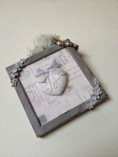 Quadretto decorativo con cuore in gesso profu di Shabby and Sewing su Blomming