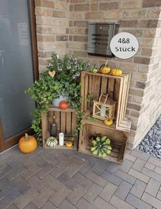 Pallet Furniture Chest, Shoe Rack Table, Old Crates, Wine Crates, Wine Boxes, Old Wooden Boxes, Decorative Wooden Boxes, Crate Decor, Crate Crafts