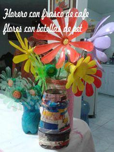 FLORERO FORRADO CON REVISTAS, Y FLORES DE BOTELLAS DE COCA COLA