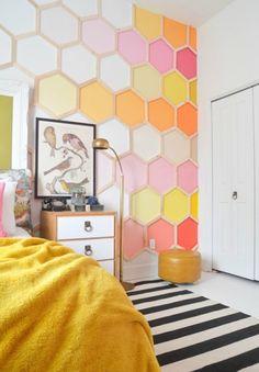 Дизайн стен из разноцветных шестигранников.