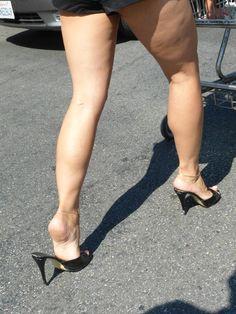 Sexy Legs And Heels, Hot High Heels, Perfect Legs, Beautiful Legs, Girl Soles, Girls In Mini Skirts, Barefoot Girls, Pantyhose Heels, Gorgeous Feet