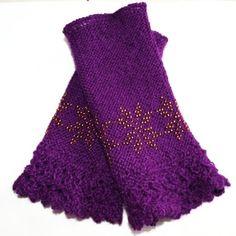 Lilla pulsvarmere med åttebladsroser og blondekant Lace Shorts, Knitting, Pattern, Women, Fashion, January, Moda, Tricot, Fashion Styles