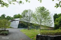 Stone Roof postmodern house in Japan - Casa de campo posmoderna diseño de Kengo Kuma
