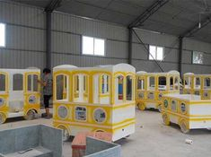 Your Ideal Trackless Train Manufacturer & Supplier.Varies of Trackless Train Models In Stock! Welcome to Beston! Click Now for Price of the Trackless Train! Train Rides For Kids, Trains For Sale, Circus Train, Rail Train, Carnival Rides, Cnc Projects, Vintage Theme, Throughout The World, Locomotive