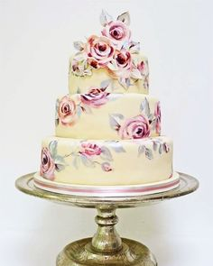 Happy Friday everyone! Do you have any exciting plans for the weekend? I'm can be found taking over the @murdochbooks_uk instagram feed so have a peak and see what I'm up to.  Here is a #fbf of a pink and silver rose cake to ease you into weekend mode! Xxx