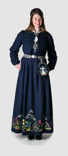 Bilderesultat for oslobunad mørkeblå Oslo, Victorian, Norway, Floral, Skirts, Dresses, Fashion, Vestidos, Moda