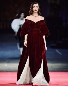 Fashion D, Fashion 2020, Runway Fashion, Trendy Fashion, Spring Fashion, Fashion Outfits, Fashion Trends, Vogue Paris, Dolce Gabbana