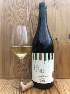 Uve di Bronner e Johanniter. Leggi recensione al link White Wine, Alcoholic Drinks, Bottle, Link, Glass, Permaculture, Drinkware, Flask, Corning Glass