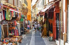 arabic-street-market-in-granada-spain-picture-id493573236 (1024×681)