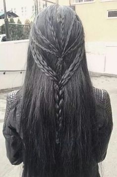Are you confused and can't decide which hairstyle to opt for. Here is the guide to master skeleton braids in 13 steps (with videos) Everyday Hairstyles, Pretty Hairstyles, Braided Hairstyles, Hair Inspo, Hair Inspiration, Medieval Hairstyles, Viking Braids, Pelo Pixie, Fantasy Hair