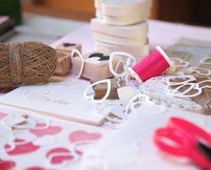 Valentine's Day DIY Craft Idea - The Cutest Valentine's Day Craft (Valentins Day Diy Crafts) Valentines Day Desserts, Valentine Day Crafts, Valentine Decorations, Be My Valentine, Holiday Crafts, Craft Markets, Valentine's Day Diy, Holiday Festival, Craft Fairs