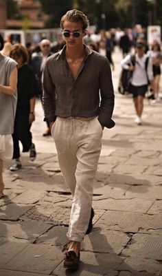 Dude, dude, dude, I love this one! I'm for sure gonna try this. Anyone else besides me that loves this? #stylingtips #MensFashionStyle Mode Bcbg, Streetwear, Mode Hippie, Hippie Men, Look Man, Stylish Mens Outfits, Mens Linen Outfits, Mens Smart Summer Outfits, Linen Pants For Men