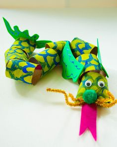 Second Grade Paper & Glue Crafts Activities: Slithering Dragon Craft Glue Crafts, Crafts To Do, Easy Crafts, Arts And Crafts, Book Crafts, Fairy Tale Crafts, Fairy Tale Theme, Fairy Tales, Animal Crafts For Kids