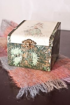 Victorian Celluloid Collar Box by PlaidWolfCuriosities on Etsy Vases, Yellow Bamboo, Dark Green Background, Glass Shoes, New Era Hats, Hat Boxes, Old Jewelry, Green Backgrounds, Vintage Roses