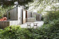 Poplar Garden House by architect Haiko Meijer of Onix. The Poplar Garden House is a gable-roofed structure, however it has a much more modern aesthetic than most. It is named for the uniformly wide poplar boards that cover it inside and out. Cottage Design, Small House Design, Modern House Design, Garden In The Woods, Home And Garden, Dream Garden, Living Haus, Garden Cabins, Garden Houses