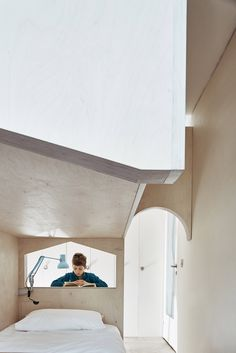 London-based architects Studio Ben Allen has built this plywood structure inside a flat in London& brutalist Barbican Estate to create a bedroom for two children, featuring archways, steps and a fold-down desk. Plywood Interior, Kids Bedroom Designs, Design Bedroom, Barbican, City Living, Architecture Plan, Brutalist, Small Spaces, Studio