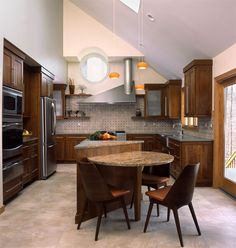 Go to link to see a great article about kitchen design - my mom - Alice Hayes - is one of the featured designers!  This particular kitchen is not her design.