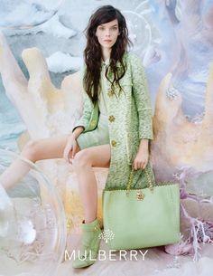 Nos gusta el color verde almendra de Mulberry... Y a ti ?
