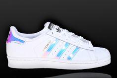 La zapatilla #superstar de #adidas tiene identidad propia. Descubre todas las versiones en nuestra tienda física o en la Shop on-line.  http://www.capsulesneakers.com/adidas-superstar/68