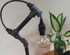 Récupéré de fer noir Pipe Edison ampoule lampe de Table Base en bois