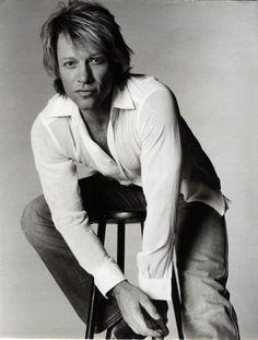 Jon Bon Jovi is what I call my eye candy! He just gets better looking the older he gets! (not fair, really) Hubba Hubba Jon Bon Jovi, Beautiful Men, Beautiful People, Amazing People, Beautiful Places, Bon Jovi Pictures, Bon Jovi Always, Jesse James, Raining Men