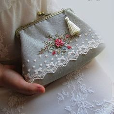 Today I want to draw your attention to this novelty! This beautician - clutch with hand embroidery. Embroidery Purse, Hand Embroidery Flowers, Hand Embroidery Patterns, Vintage Embroidery, Ribbon Embroidery, Embroidery Stitches, Frame Purse, Vintage Purses, Handmade Bags