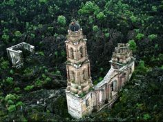 The Mexican church buried by lava : San Juan Parangaricutiro, located in the state of Michoacán in Mexico.