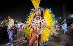 Valeska Reis é rainha da bateria da Império de Casa Verde, que desfila em São Paulo