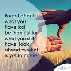 PENSAMIENTO DEL DIA - QUOTE OF THE DAY  Cada día es un regalo. Tenemos tantas cosas que agradecer. Sólo se necesita el par de gafas correctos para notarlos. Si tenemos una actitud positiva hacia lo que está por venir en el futuro y visualizamos todo sucediendo para tu bien y el bien de todos los involucrados entonces no vamos a estar viviendo en el miedo. Deja de lado el pasado y lo que haz perdido ten en cuenta que tienes tantas cosas que agradecer en el presente y que todavía hay mucho más…