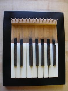 New music room interior design piano keys ideas Piano Man, Piano Crafts, Wood Crafts, Old Pianos, Upright Piano, Jewelry Rack, Keys Art, Piano Keys, Music Decor