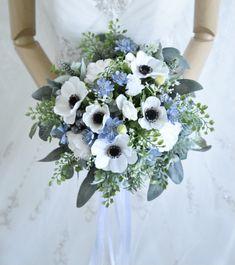 トレンドアネモネとブルーのお花、ユーカリのナチュラルクラッチブーケ。すべて造花です。 Silk Flower Bouquets, Silk Flowers, Floral Wreath, Wreaths, Decor, Flowers, Floral Crown, Decoration, Door Wreaths