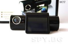 Видеорегистратор :     С тази портативна, стилна камера имате възможност да записвате в купето на автомобила или извън него само с едно завъртане на обектива.